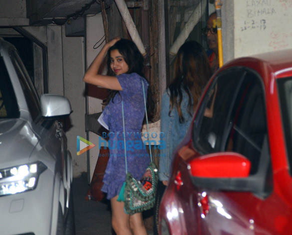 Photos Janhvi Kapoor, Khushi Kapoor, Shanaya Kapoor and Boney Kapoor grace Anshula Kapoor's birthday bash (6)