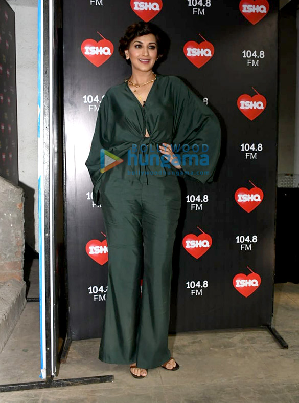 Photos: Kareena Kapoor Khan, Taapsee Pannu and Sonali Bendre snapped at the Ishq 104.8 FM office