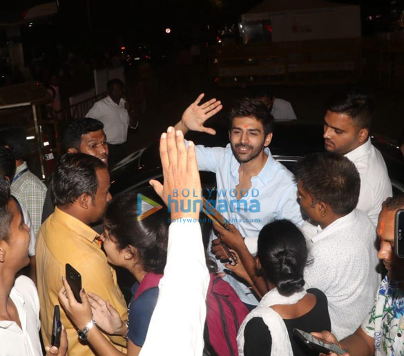 Photos Kartik Aaryan snapped visiting Siddhivinayak temple (3)