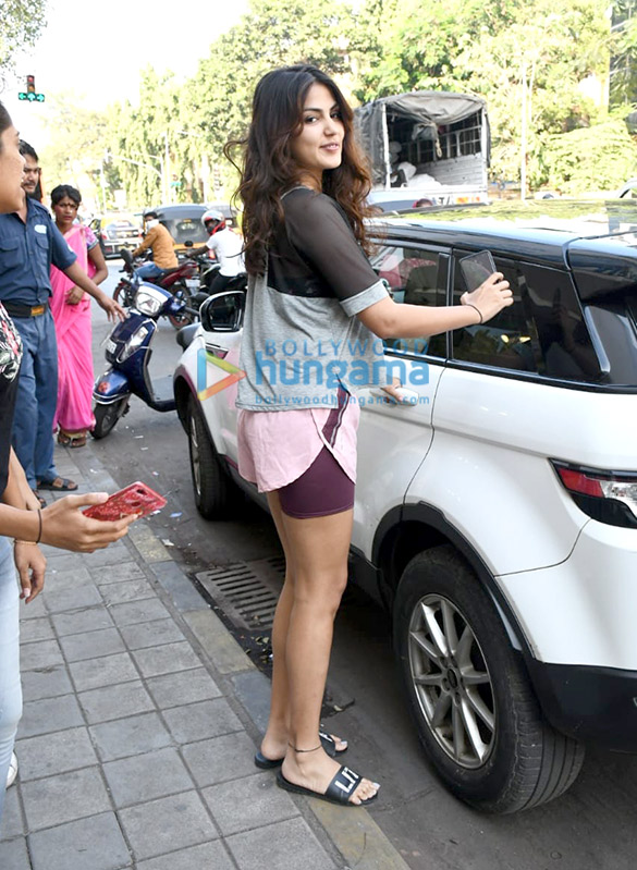 Photos Rhea Chakraborty spotted at Sequel in Bandra (1)