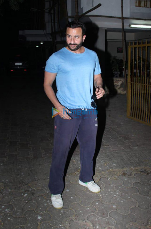 Photos Saif Ali Khan snapped at a dubbing studio in Bandra (1)