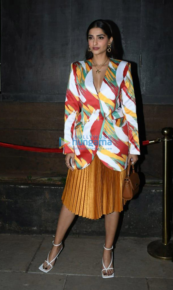Photos Sonam Kapoor Ahuja, Anand Ahuja and others snapped at Bhane's 5th anniversary celebrations (2)