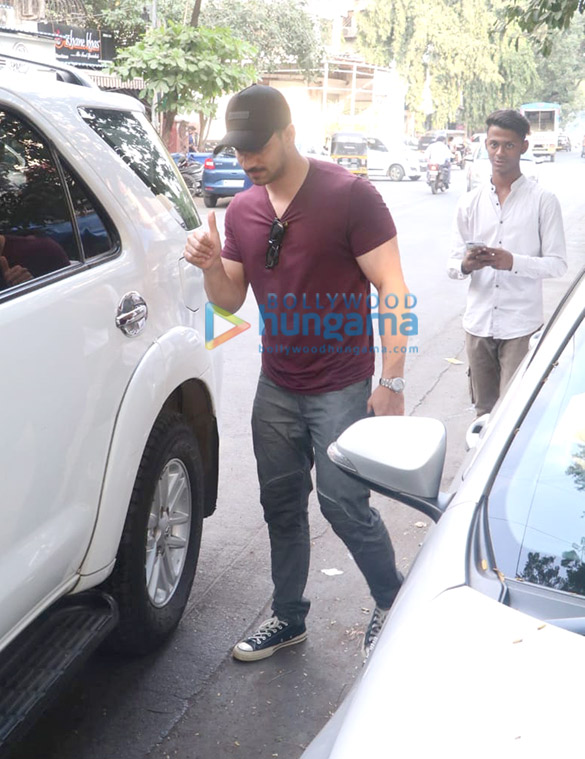 Photos Sooraj Pancholi and Rakul Preet Singh spotted at Sequel in Bandra (2)