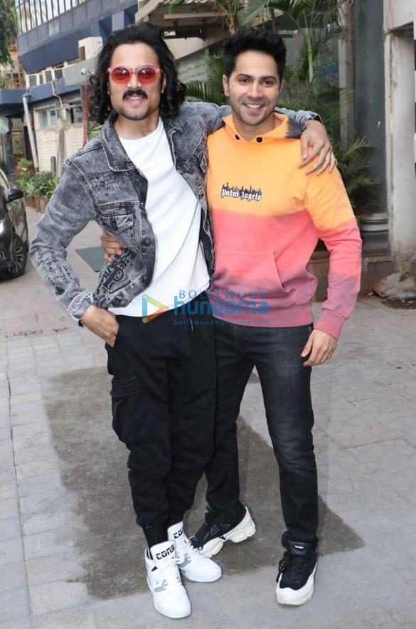 Photos Varun Dhawan and Bhuvan Bam snapped at Vice Global Tapas Bar in Juhu (1)