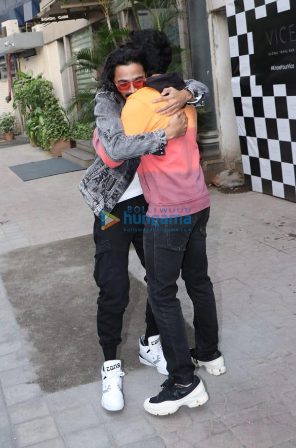 Photos Varun Dhawan and Bhuvan Bam snapped at Vice Global Tapas Bar in Juhu (3)