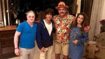 Shah Rukh Khan parties with Raveena Tandon and Ravi Shastri at his Alibaug home, see photo