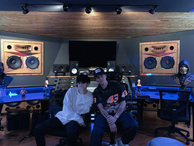 American rapper Logic meets BTS' rapper Suga at a recording studio and we wonder what's cooking
