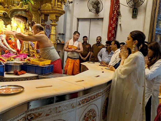 Deepika Padukone seeks blessings at Siddhivinayak Temple on Chhapaak release day