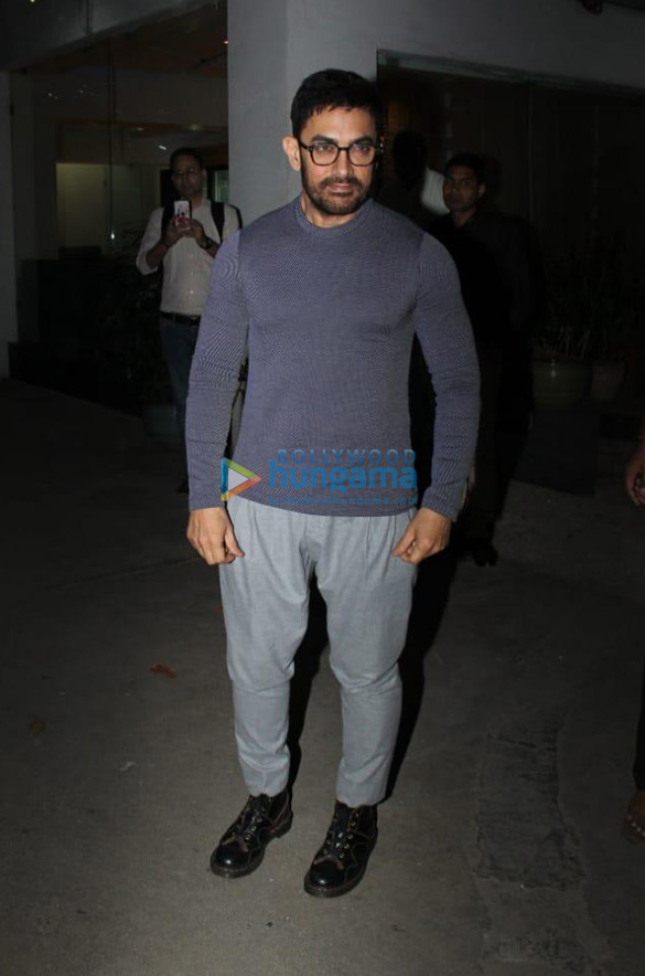 Photos Aamir Khan snapped in Juhu (2)
