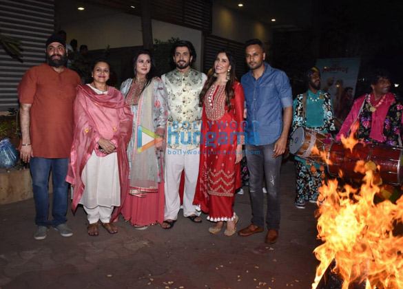 Photos Cast of Jai Mummy Di snapped celebrating Lohri (2)