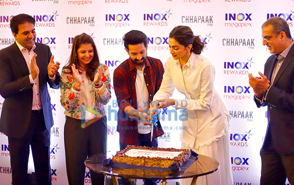Photos Deepika Padukone snapped at INOX Megaplox event (2)