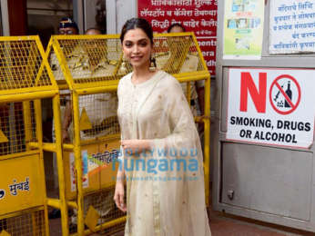 Photos: Deepika Padukone snapped at Siddhivinayak temple