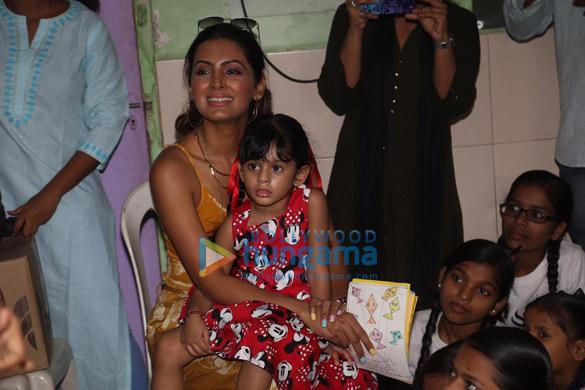 Photos Geeta Basra and daughter Hinaya celebrate Lohri with the girls of Shiksha Seva Foundation (2)