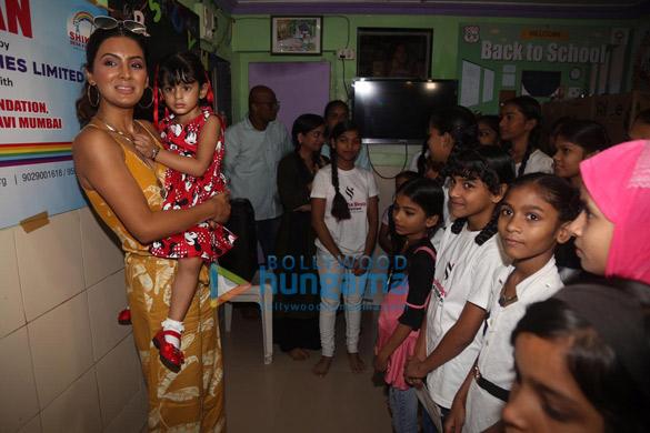 Photos Geeta Basra and daughter Hinaya celebrate Lohri with the girls of Shiksha Seva Foundation (5)