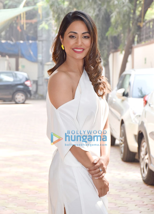 Photos Hina Khan spotted at Zee office in Andheri (3)