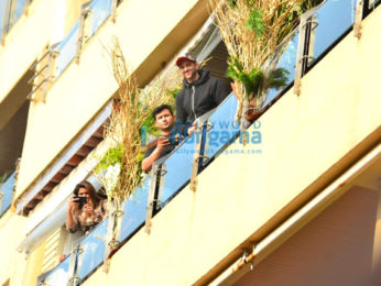 Photos: Hrithik Roshan snapped at home in Juhu