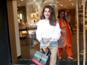 Photos: Raveena Tandon spotted at a jewellery shop in Santacruz