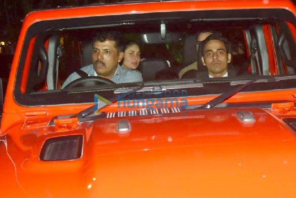 Photos Saif Ali Khan and Kareena Kapoor Khan snapped in their new car in Bandra (2)
