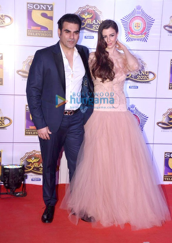 Photos: Sara Ali Khan, Kartik Aaryan, Varun Dhawan and others grace 'Umang 2020′