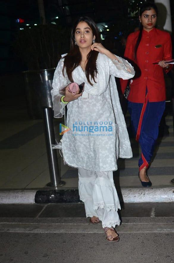 Photos Shraddha Kapoor, Varun Dhawan and others snapped at the airport (1)
