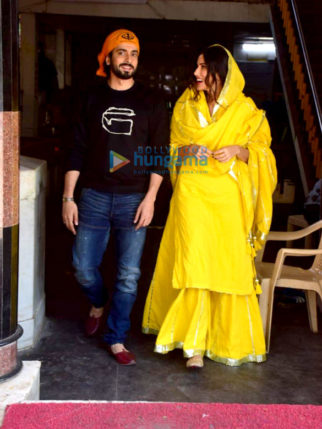 Photos: Sunny Singh Nijjar and Sonnalli Seygall snapped at a Gurudwara ahead of 'Jai Mummy Di' release