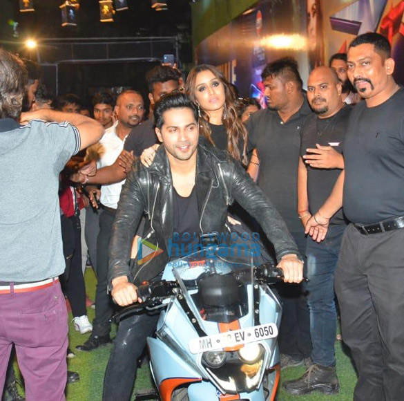 Photos Varun Dhawan and Shraddha Kapoor snapped promoting their film 'Street Dancer 3D' at JRM grounds (1)