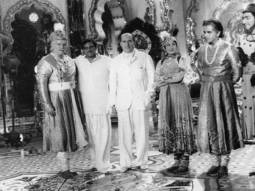 Rishi Kapoor shares rare photo of Prithviraj Kapoor, Dilip Kumar and the cast of Mughal-e-Azam with Italian filmmaker Roberto Rossellini