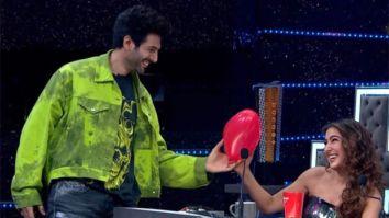 Kartik Aaryan gives a heart shaped balloon to Sara Ali Khan on Dance Plus 5
