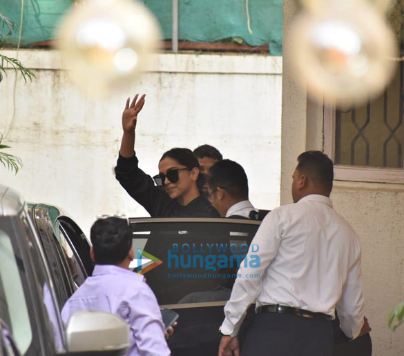 Photos Deepika Padukone, Ajay Devgn and Kabir Khan snapped at a dubbing studio (6)