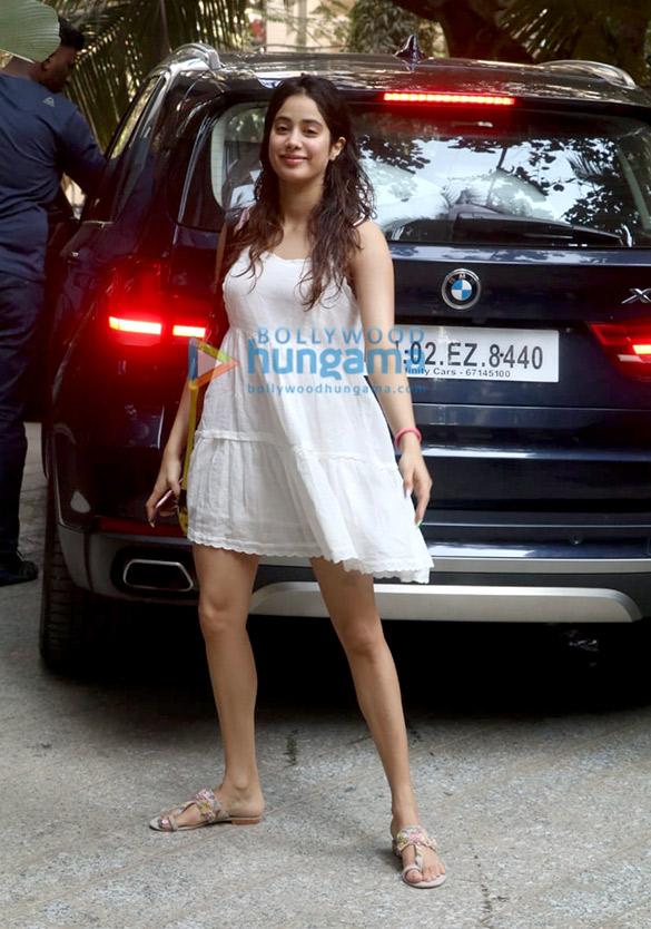 Photos Kartik Aaryan and Janhvi Kapoor spotted at Maddock Films' office (5)