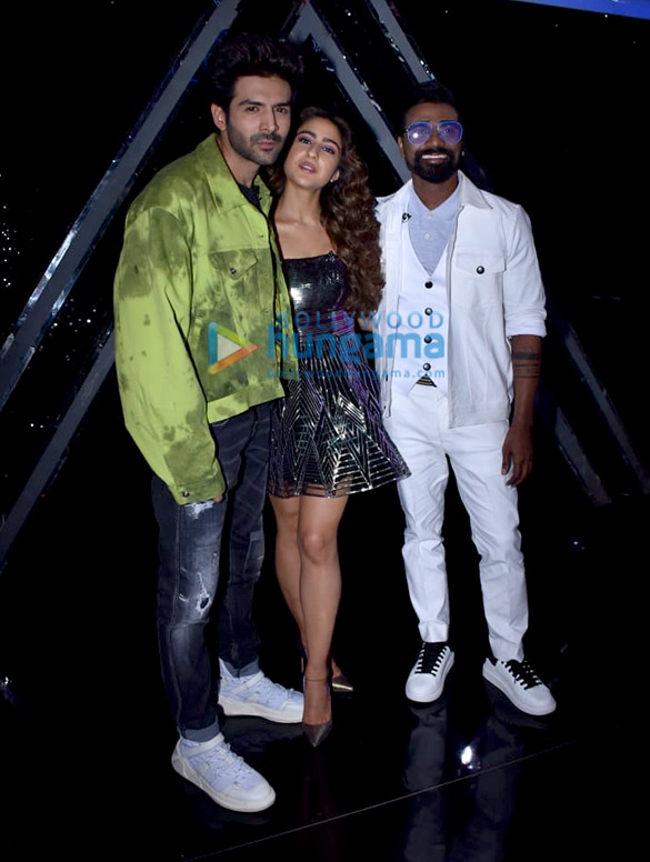 Photos: Kartik Aaryan and Sara Ali Khan snapped promoting Love Aaj Kal on sets of Dance Plus 5