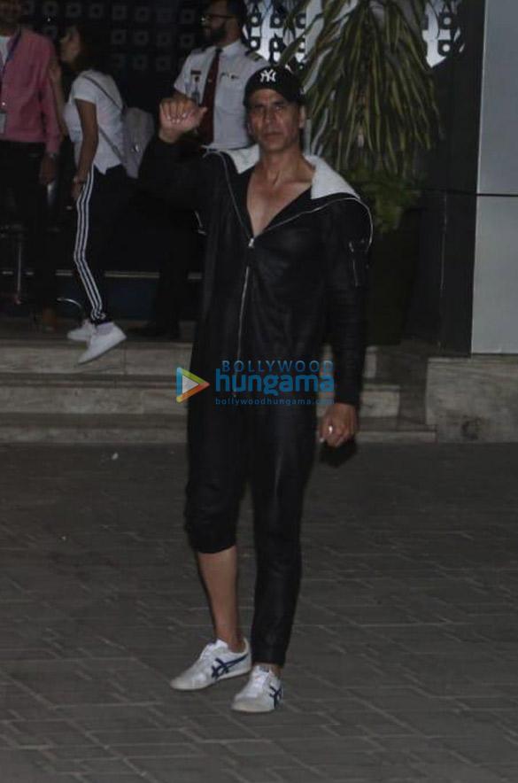 Photos Sara Ali Khan, Kartik Aaryan, Deepika Padukone and others snapped at the airport (4)