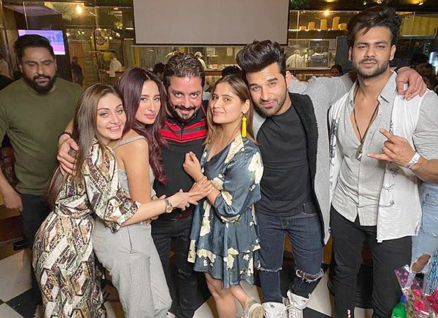 Bigg Boss 13 contestants have a reunion and the pictures are all things love! thumbnail