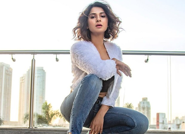 Jennifer Winget gives a 14-step guide to rediscover oneself during social distancing and it is the best thing you will come across