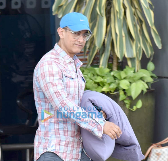 Photos Aamir Khan snapped at the airport (4)