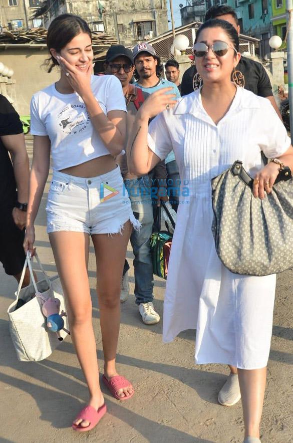 Photos Ananya Panday and Vijay Deverakonda snapped at Versova jetty (2)