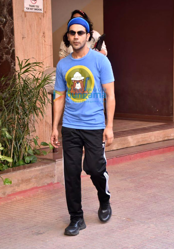 Photos Rajkummar Rao snapped at Kwan office in Andheri (3)