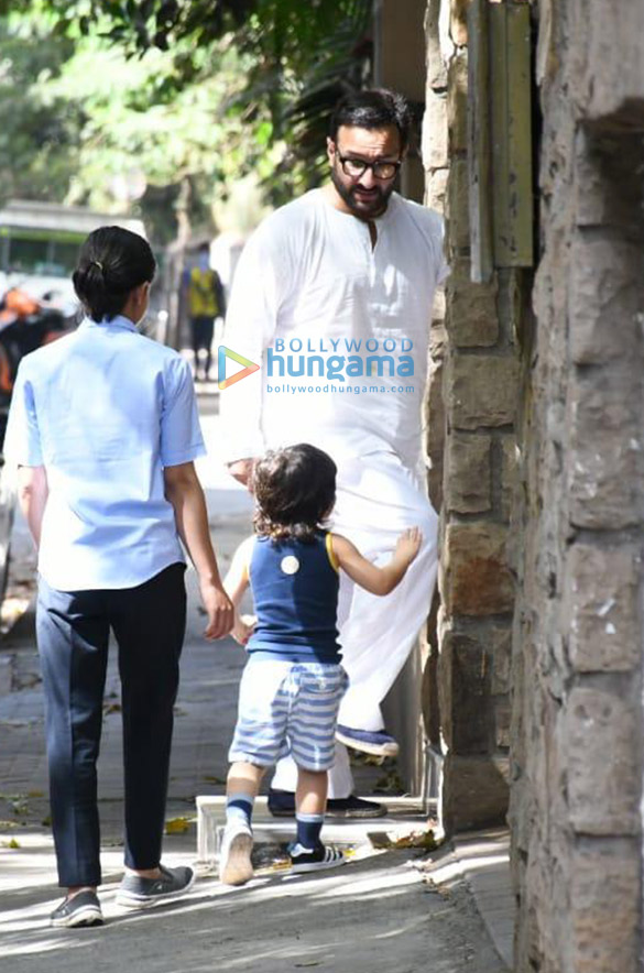 Photos Saif Ali Khan and Taimur Ali Khan spotted in Bandra (4)