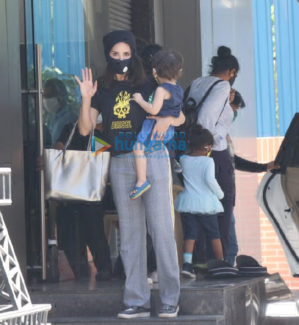 Photos Sunny Leone snapped with her kids at play school in Juhu (5)