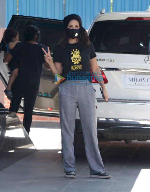 Photos Sunny Leone snapped with her kids at play school in Juhu (6)
