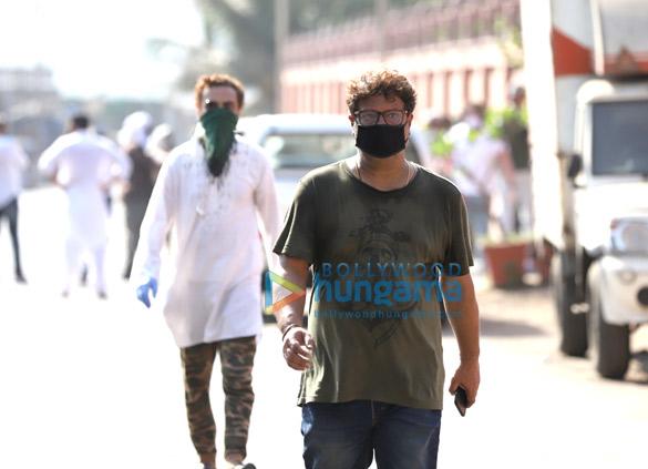 Photos Actor Irrfan Khan's last rites take place in Mumbai (3)