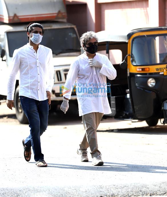 Photos Actor Irrfan Khan's last rites take place in Mumbai (5)