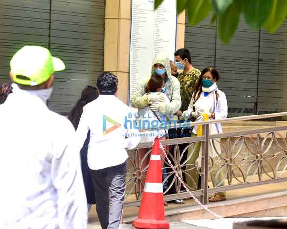Photos Irrfan Khan's mortal remains taken for burial from the hospital (1)