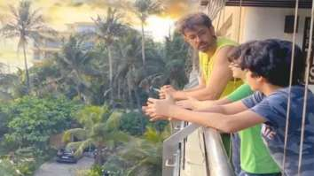 Hrithik Roshan enjoys the sunset with sons Hrehaan and Hridhaan