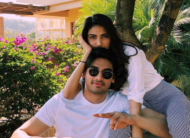 Athiya Shetty and Ahan Shetty help the paparazzi out by transferring the payment to their accounts