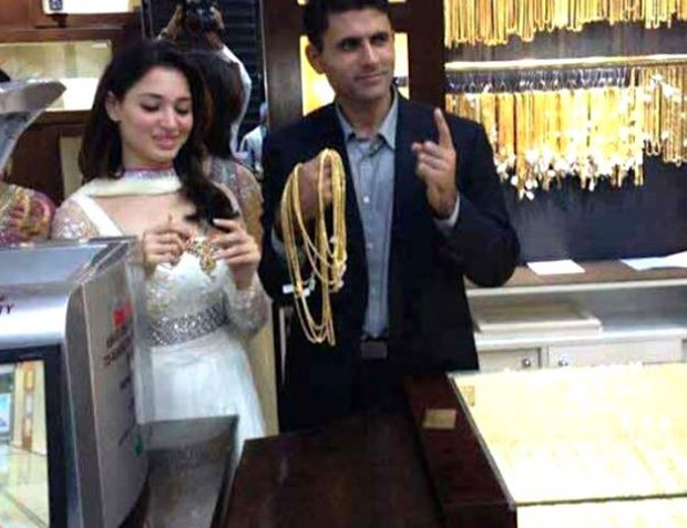 VIRAL: Tamannaah Bhatia's previous image with Pakistani Cricketer Abdul Razzak in a jewelry retailer : Bollywood Information 3