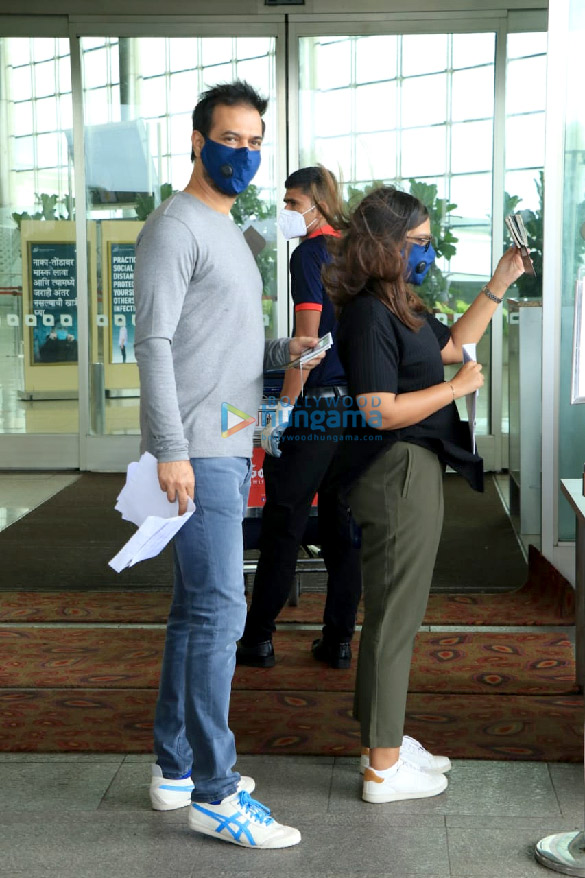 Photos Bellbottom team snapped at the airport, leave for Scotland (6)
