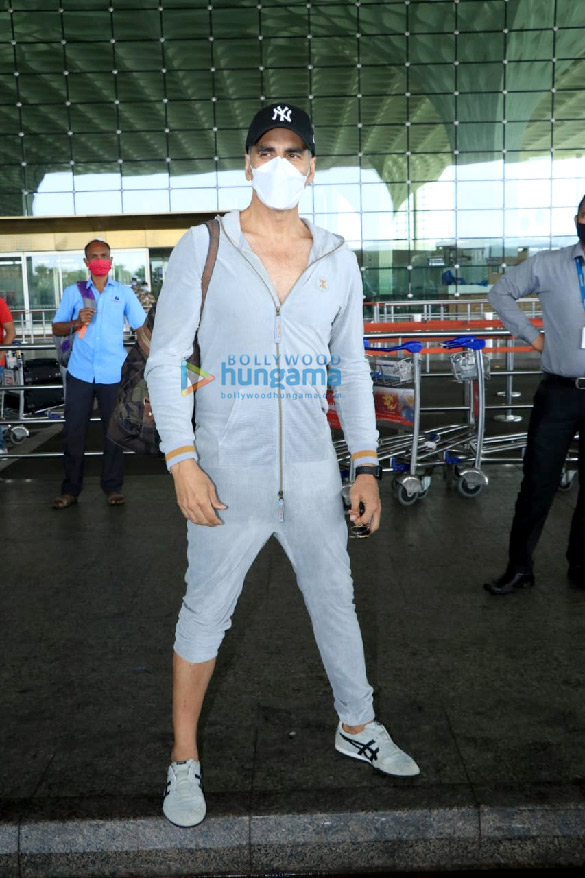 Photos Bellbottom team snapped at the airport, leave for Scotland (8)