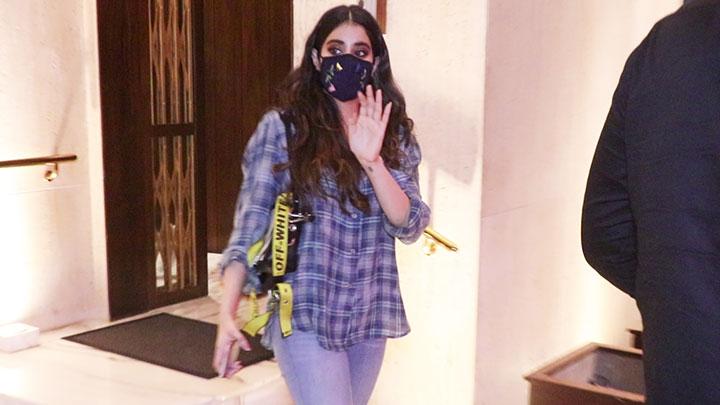 Janhvi Kapoor spotted at Manish Malhotra's house in Bandra