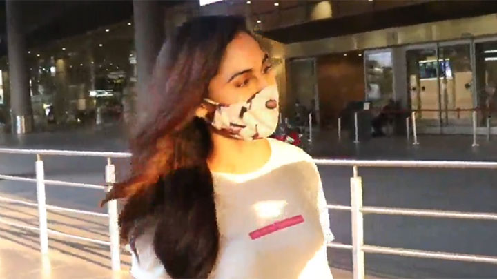 Krystle D'Souza spotted at the airport